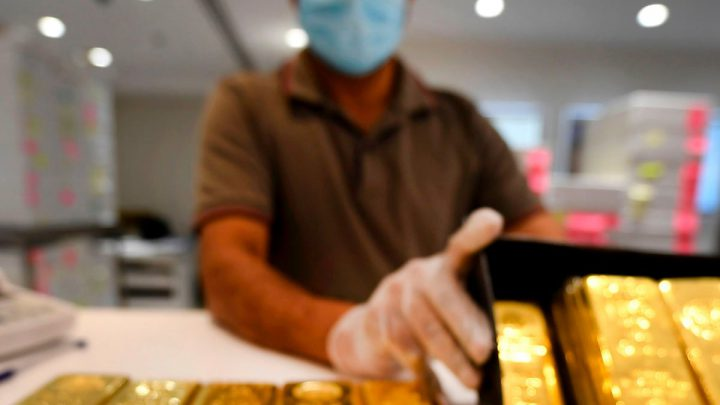 Gold Holds Near Three-Month High as Inflation, Fed in Focus